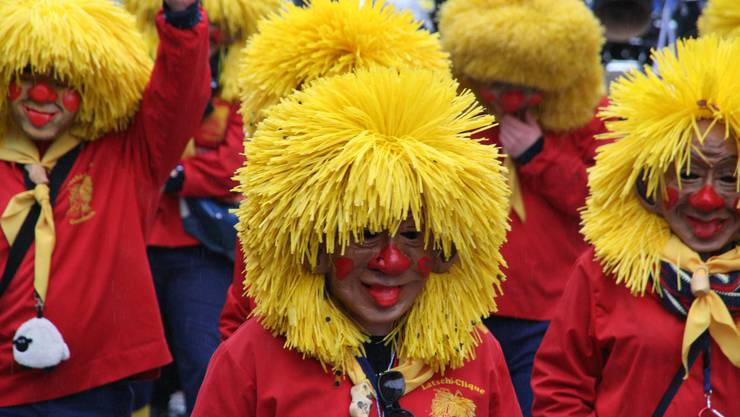 Die Latschiclique in Gelb und Rot.
