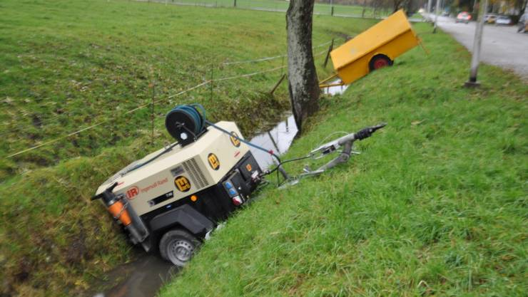 Einige der Maschinen wurden in den Graben geworfen, andere mutwillig zerstört.
