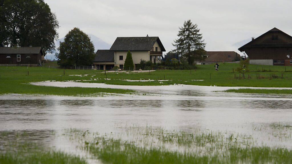 Überschwemmung zwischen Mosen und Altwis im Jahr 2012: Der Bossbach im Dorfzentrum von Altwis wird besser gegen Hochwasser geschützt. (Archivbild)