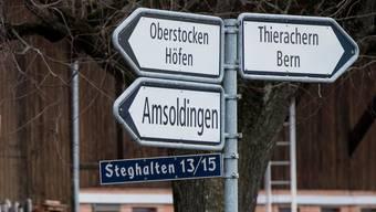 Auch die Gemeinde Amsoldingen in der Nähe von Thun ist den Schilder-Dieben schon zum Opfer gefallen. (Archivbild)