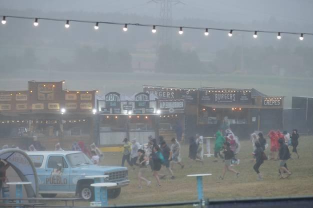 Das Openair war geprägt von zwei Gewittern. Hier ein Foto vom Samstag. Es regnete stark und hagelte.