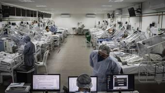 «Jedes verfügbare Bett in unserm Spital ist mit Covid-19-Patienten belegt», sagen Ärzte im Gilberto Novaes Spital in der Stadt Manaus in Brasilien.