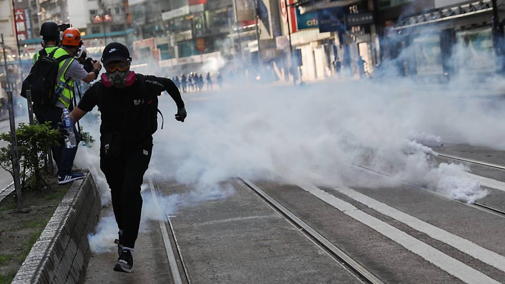 Polizei setzt in Hongkong Tränengas gegen Demonstranten ein