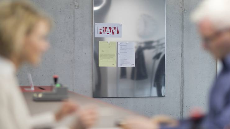 Bei den Regionalen Arbeitsvermittlungszentren (RAV) waren Ende Mai knapp 6'000 Personen weniger gemeldet als im April. (Symbolbild)