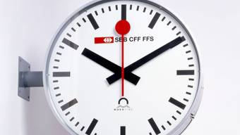 """Hans Hilfikers Bahnhofuhr von 1944 ist Teil der Ausstellung """"SBB CFF FSS"""" im Museum für Gestaltung in Zürich. Die Ausstellung dauert vom 3. August 2019 bis 5. Januar 2020."""