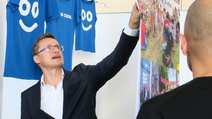 Andreas Ruby bei der Vernissage der Ausstellung «Swim City».