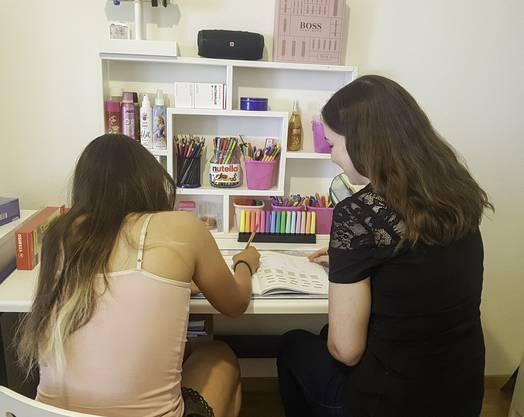 Seit vergangenem Dezember treffen sich Ivana Corkovic und ihre Nachhilfeschülerin wöchentlich.