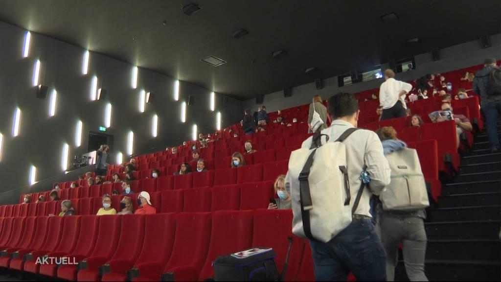 Rentiert ein Kinoabend für 50 Personen ohne Popcorn und Pause?