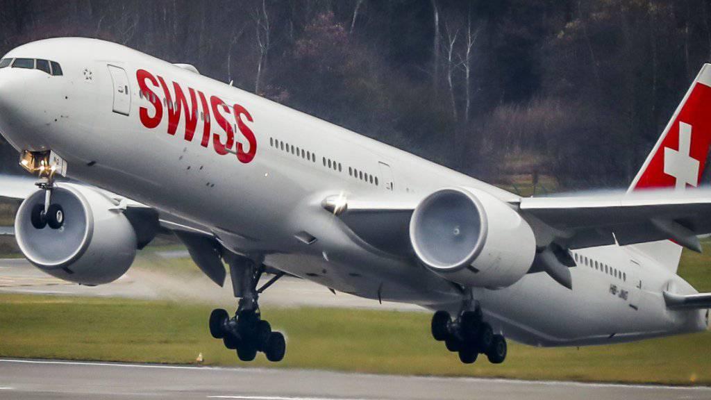 Teure Zwischenlandung für die Swiss - und alles wegen Champagner. Eine Schweizer Passagierin auf dem Flug von Moskau nach Zürich führte sich derart auf, dass der Pilot sie in Stuttgart auslud.