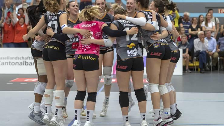 Die Volleyballerinnen aus Neuenburg gewinnen das vierte Spiel gegen Sm'Aesch Pfeffingen.