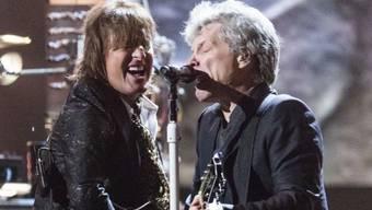 Nach fünf Jahren Trennung sind Richie Sambora (l) und Jon Bon Jovi erstmals wieder zusammen aufgetreten. Anlass war die Aufnahme ihrer Band in der Rock and Roll Hall of Fame.