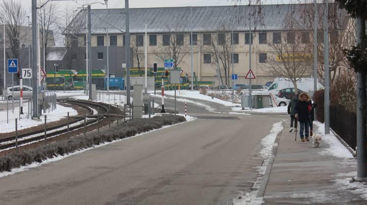 Bei der Gysistrasse (oben) und beim Weierweg (unten) sind bauliche Massnahmen nötig, um Tempo 30 durchzusetzen.