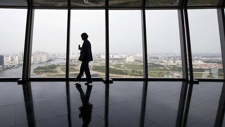 Bundesrätin Doris Leuthard - im Bild auf einer Aussichtsplattform in Ho-Chi-Minh-Stadt - hat in Vietnam und Thailand mehrere Minister getroffen.