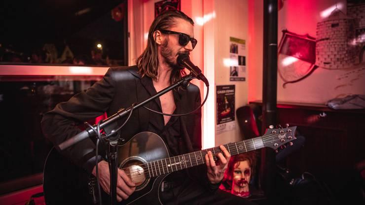 L.P. Dark trat im Rahmen der ersten Solothurner Musiktage «Red John» auf.