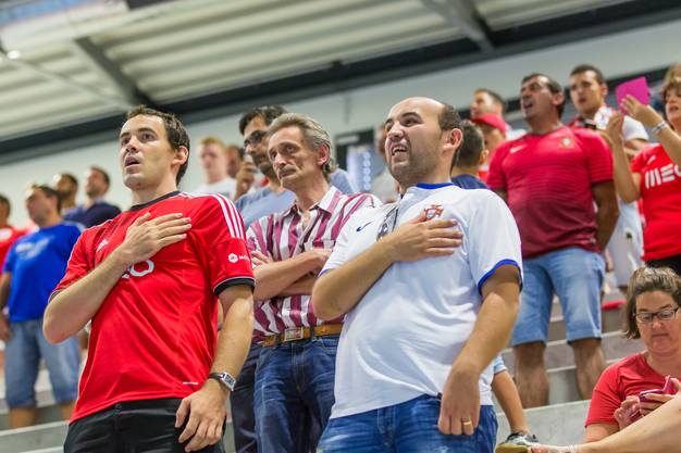 Die portugiesischen Fans sangen ihre Nationalhymne leidenschaftlich.