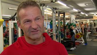 Damit Sport einen positiven Effekt hat, muss man dranbleiben, sagt Fitnesstrainer Pascal Jörg. Und verrät auch gleich, wie das gehen soll.