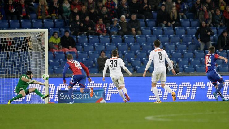 Valentin Stocker schiesst das 1:1 für den FCB