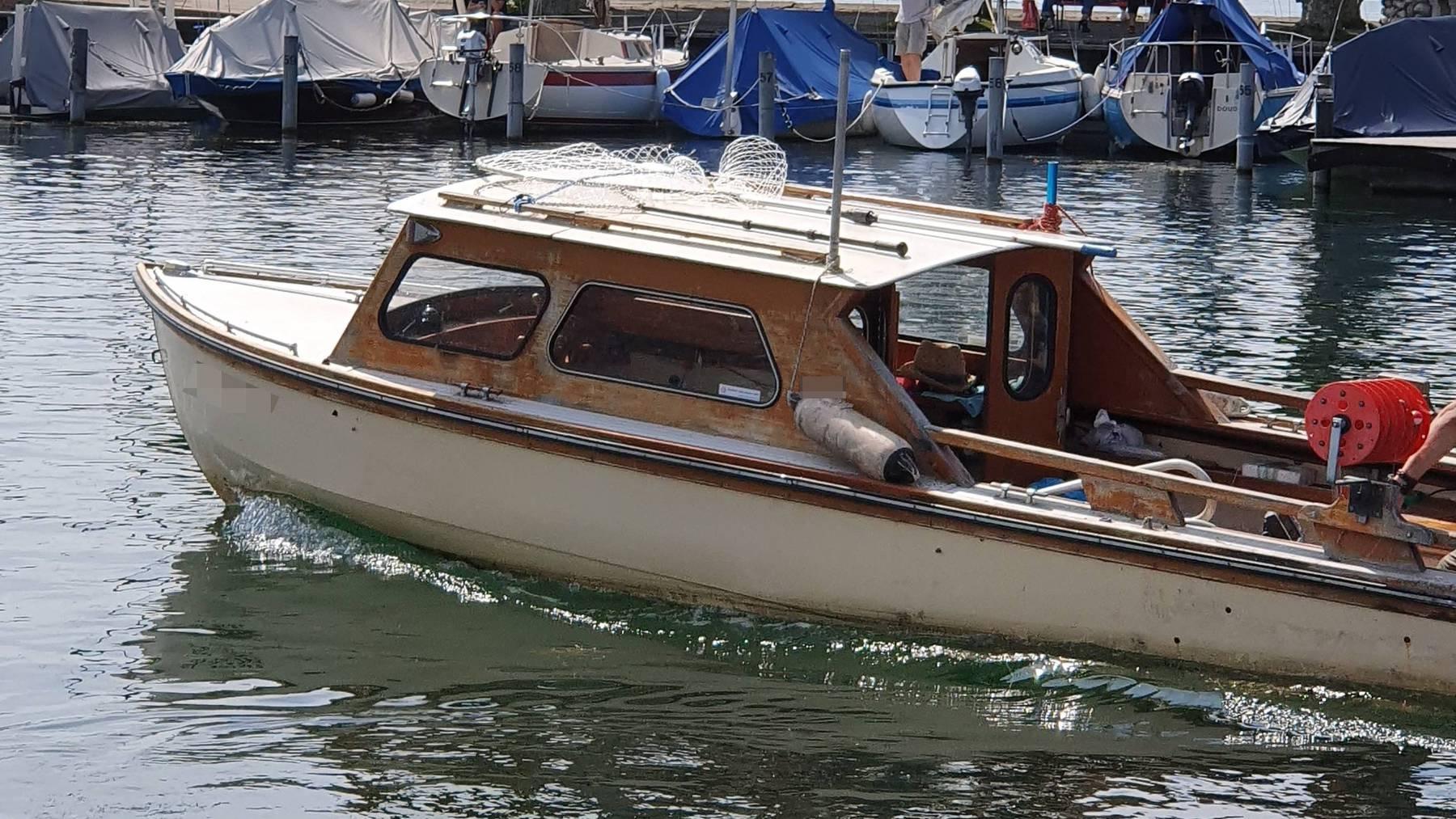 Mit diesem Boot ist der Mann im Hafenbecken herumgeirrt.
