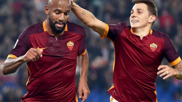 Die Römer Maicon (links) und Lucas Digne bejubeln das Tor zum 2:0.