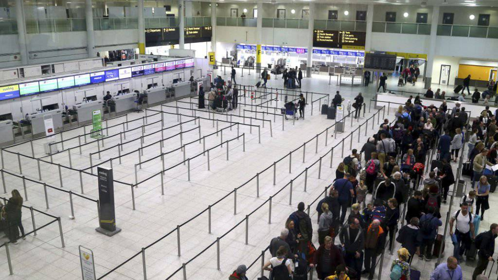Die britische Regierung zieht Konsequenzen aus den tagelangen Störungen des Flugverkehrs am Flughafen Gatwick durch Drohnen. (Archivbild)
