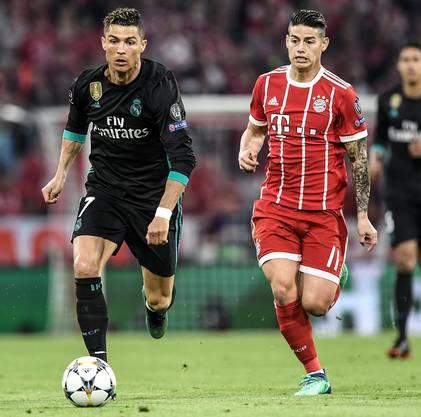 Im Zweikampf gegen den ehemaligen Teamkollegen: James Rodriguez im Laufduell mit Superstar Cristiano Ronaldo