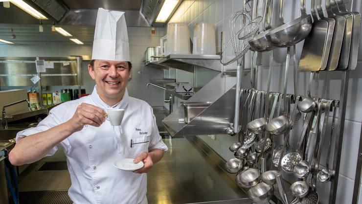 Thomas Nussbaumer in der Küche der Oltner FHNW.