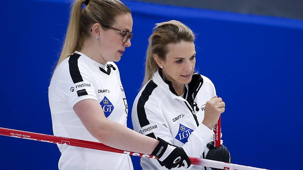 Alina Pätz (links) und Silvana Tirinzoni liessen sich wieder nicht aus der Ruhe bringen