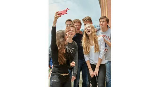Die Pubertät beginnt heute zu einem früheren Zeitpunkt: Die Frage ist, welche Rechte man Jugendlichen deshalb früher einräumen soll. Foto: Keystone/Christof Schürpf