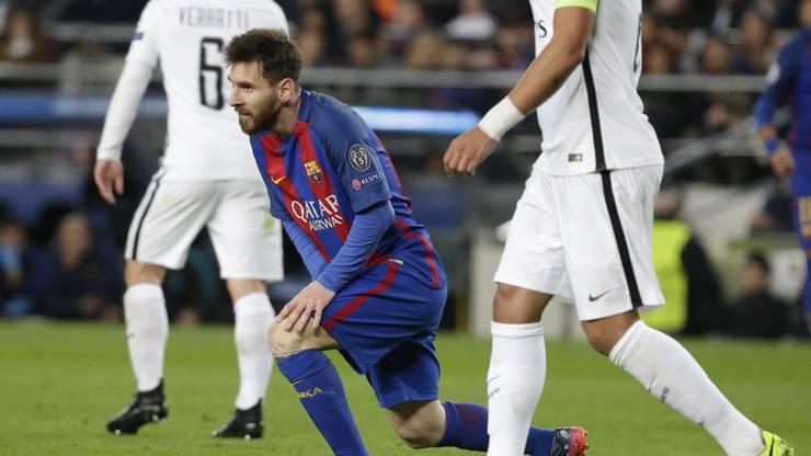 Lionel Messi zwischen französischen Spielern.