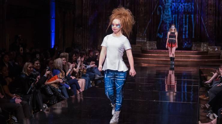 """Madeline Stuart an der N.Y. Fashion Week 2017. Madeline läuft für ihr eigenes Label: Das """"Label 21""""."""
