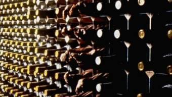 Blick in einen Weinkeller (Symbolbild)