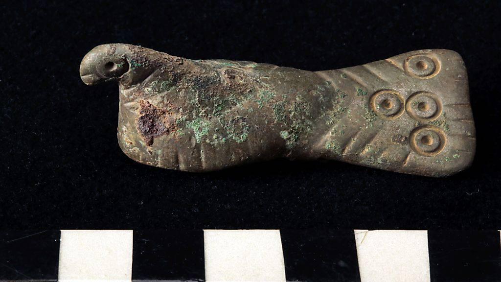 Bei Bellinzona sind archäologische Zeitzeugen aus fünf verschiedenen Epochen entdeckt worden. Im Bild ein Objekt aus der Spätantike.