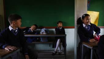 Szene in einem Klassenzimmer in Nepal (Archiv)