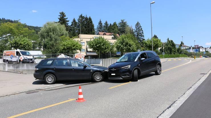 Am Donnerstagnachmittag kam es auf der Einfahrt Obere Hönggerstrasse in Unterengstringen zu einer Kollision zwischen zwei Personenwagen.