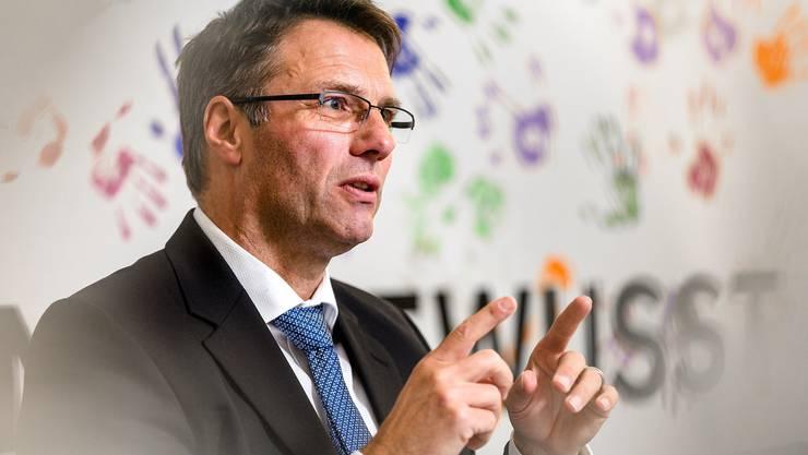 Trägt Hemden ohne Manschettenknöpfe: Valiant-Chef Markus Gygax im Büro am Hauptsitz der Bank in Bern.