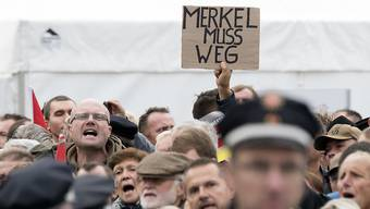 Gar nicht feierlich: Demonstranten bepöbeln Politiker und skandieren am Tag der Einheit «Volksverräter».