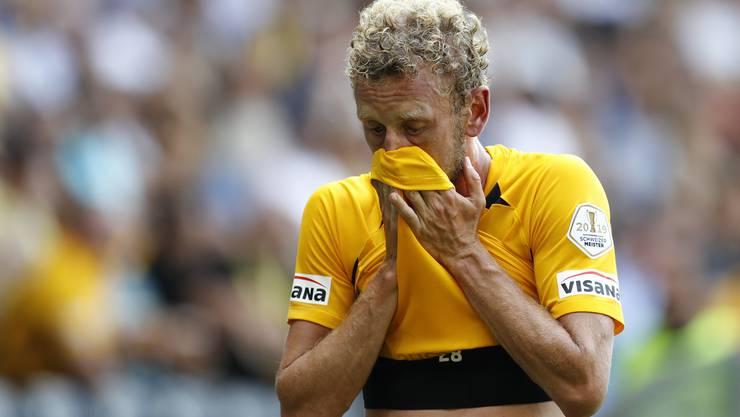 Der neue Captain musste im ersten Spiel schon verletzt raus: Fabian Lustenberger.