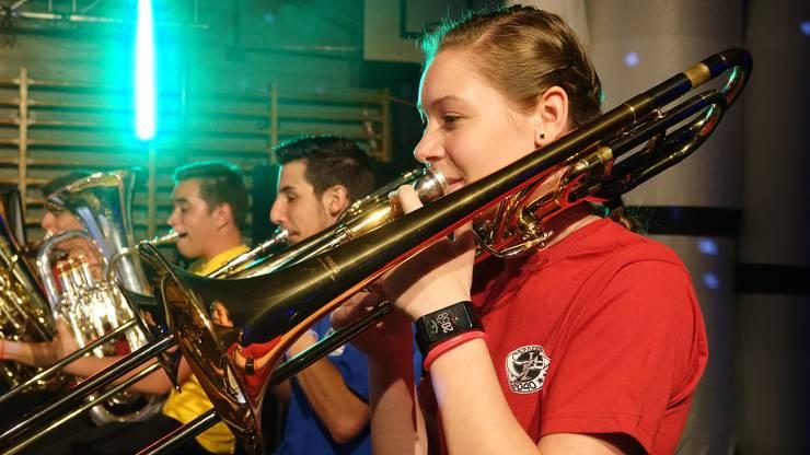 Die Musikantinnen und Musikanten, die alle zwischen 12 und 18 Jahre alt sind, haben bei der Songauswahl mitgeholfen.