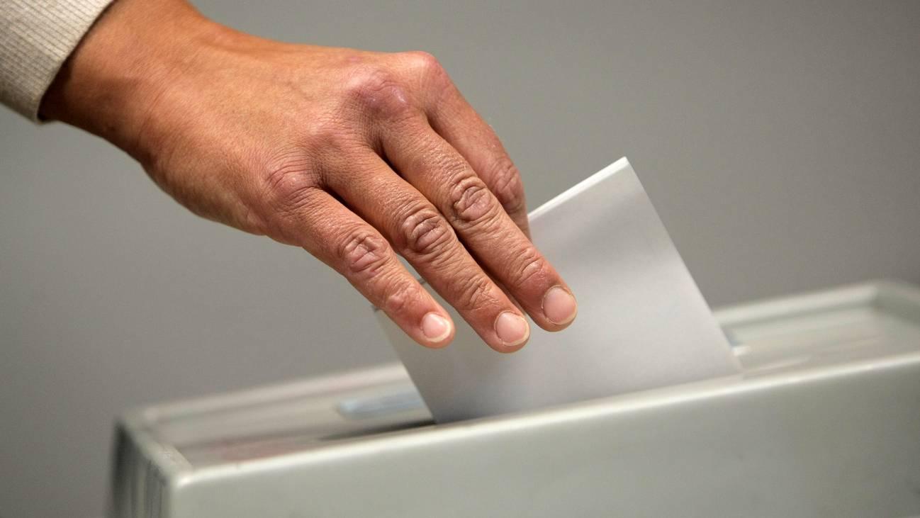 Wahlen Urne Abstimmung Symbolbild
