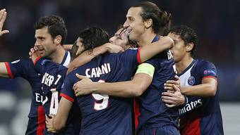 Zlatan Ibrahimovic lässt sich als Doppeltorschütze für PSG feiern.