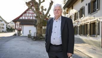 Seine Nachfolge kann wegen des Coronavirus noch nicht geregelt werden: Gemeinderat Max Holliger bleibt vorerst im Amt.