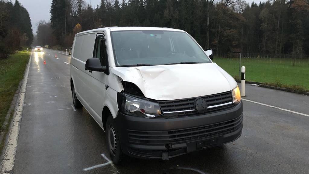 Mann wird von Lieferwagen erfasst und bleibt schwer verletzt liegen