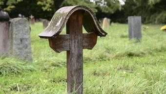 Mehr Platz für weniger Gräber: Immer weniger Menschen lassen sich auf dem Friedhof beerdigen.