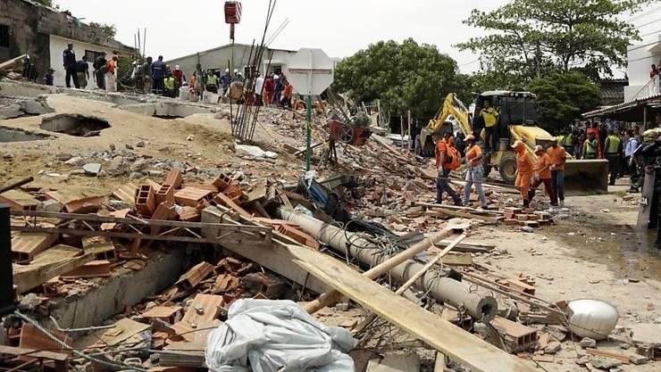 In der kolumbianischen Hafenstadt Cartagena de Indias ist ein Gebäude einfach in sich zusammengebrochen.