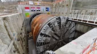Die Demontage der Tunnelbohrmaschine in der engen Zielbaugrube bei Gretzenbach wird mehrere Wochen dauern.Bruno Kissling