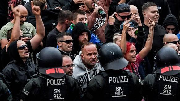 Rechte Demonstranten am Montag in Chemnitz.