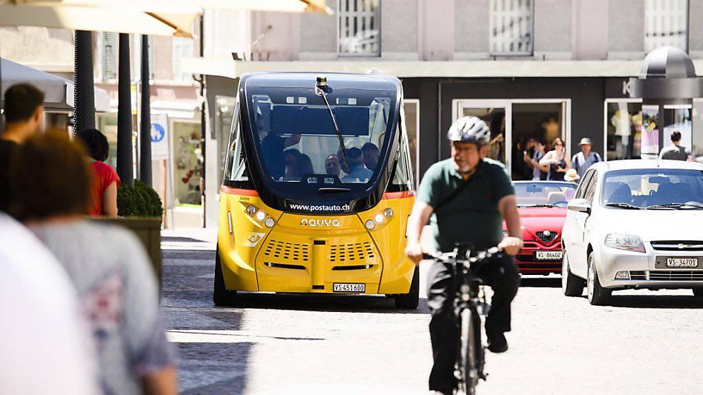 Die selbstfahrenden Busse der PostAuto Schweiz AG kamen bei den Benutzern in Sitten gut an. (Archivbild)