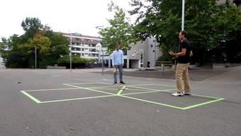 Marcel Straub, ehemaligerMitarbeiter des Sportamtes der Stadt Zürich, hat das Rückschlagspiel Street Racket entwickelt.