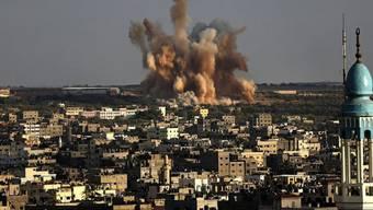 Rauch über Gaza-Stadt nach israelischem Angriff am Samstag