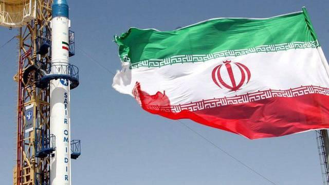 Eine Safir-Omid-Rakete vor dem Start im Iran (Archiv)
